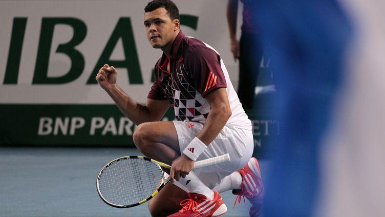 Jo-Wilfried Tsonga après avoir remporté un point en demi-finale du tournoi de Bercy, le 12 novembre 2012, à Paris. (JACQUES DEMARTHON / AFP)
