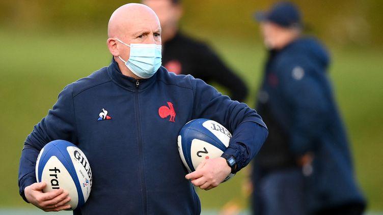 Shaun Edwards, coach de la défense de l'équipe de France, le 21 octobre 2020 à l'entraînement. (FRANCK FIFE / AFP)