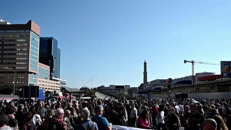Italie : des manifestations pour protester contre l'instauration dupass sanitaire sur le lieu de travail. (FRANCEINFO)