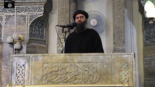 Image extraite d'une vidéo de propagande, où s'exprimeAbu Bakr al-Baghdadi, à Mossoul, en juillet 2014. (AFP)