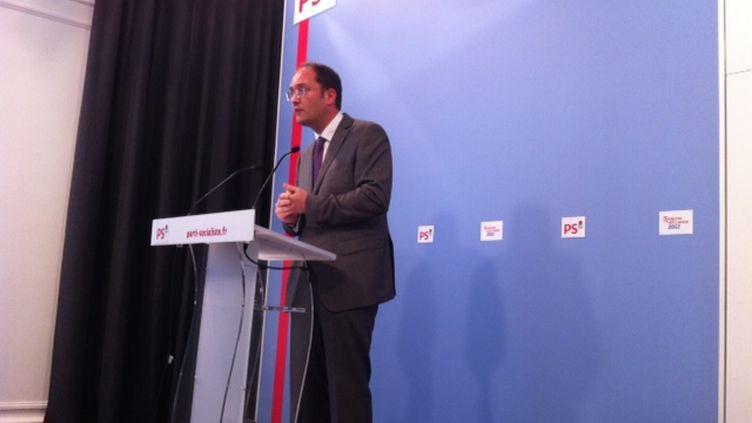 Gullaume Bachelay, lors d'un point de presse au PS (PM)
