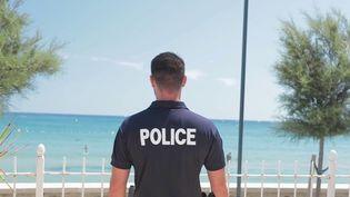 Assassinat de Samuel Paty : huit mois après le drame, le policier qui a neutralisé le meurtrier témoigne (France 2)