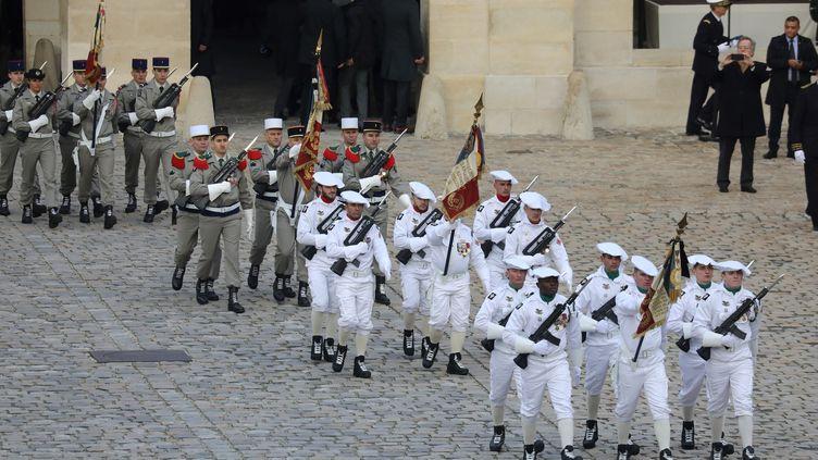 Des militaires français dans la cour des Invalides à Paris, le 2 décembre 2019. (LUDOVIC MARIN / AFP)