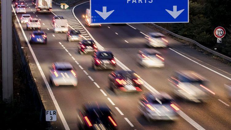 image d'illustration, Un panneau de signalisation indique la direction de Paris,19 octobre 2018 (VINCENT ISORE / MAXPPP)