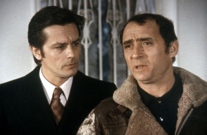 """Claude Brasseur et Alain Delon : """"Les Seins de glace"""" de Georges Lautner (1974)  (LIRA FILMS / BELSTAR PRODUCTION / COLLECTION CHRISTOPHEL)"""