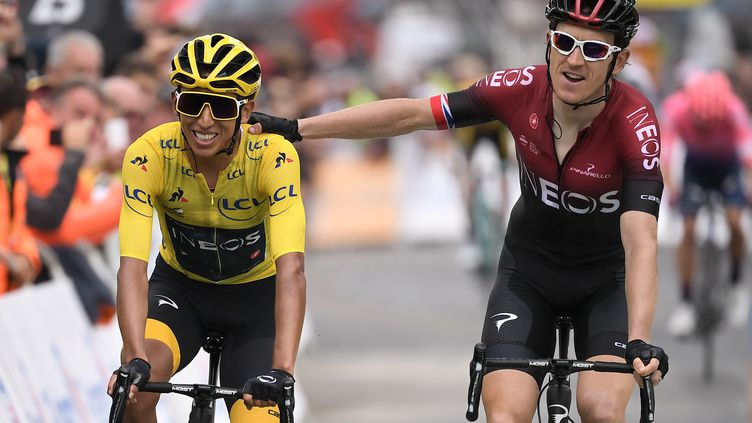 A gauche, le ColombienEgan Bernal vient de franchir la ligne d'arrivée de la 20e étape du Tour de France, samedi 27 juillet 2019. (MARCO BERTORELLO / AFP)