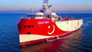 """Une photo du navire de recherche turc """"Oruc Reis"""" en Méditerranée orientale, le 12 août 2020. (HANDOUT / TURKISH DEFENCE MINISTRY / AFP)"""