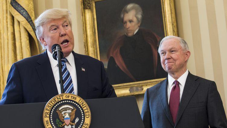 Donald Trump, le 9 février 2017, à la Maison Blanche, à Washington (Etats-Unis). (JIM LOSCALZO / DPA)