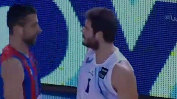Le face-à-face rugueux entre Slaven Tsupkovic et Sotiris Manolopoulos
