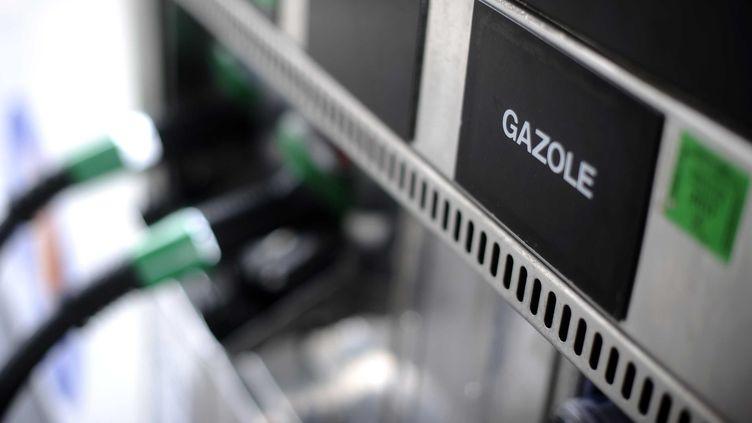 Le prix du gazole a atteint un nouveau record, s'établissant à 1,4592 euro le litre en moyenne, fin août 2012. (J.-S. EVRARD / SIPA)