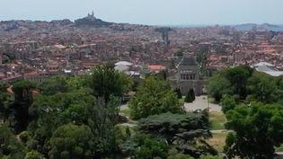 France 2 vousemmènevisiter le parc Longchamp, qui contient 12 hectares de verdure en plein cœur de Marseille (Bouches-du-Rhône). Il abrite l'un des plus beaux monuments de la ville. (FRANCE 2)