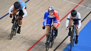 La FrançaiseMathilde Gros face à la Canadienne Lauriane Genest et la Russe Anastasiia Voinova aux Jeux Olympiques de Tokyo le 7 août 2021. (GREG BAKER / AFP)