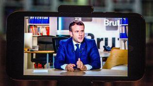 Le président de la République Emmanuel Macron, interrogé par Brut le 4 décembre 2020. (BRUNO LEVESQUE / MAXPPP)