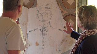 La découverte du portrait d'un soldat allemand sur les murs d'une maison de Châtas dans les Vosges (France 3 Grand Est)