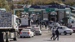 A un poste-frontière entre le Lesotho et l'Afrique du Sud, le 8 juin 2017. Le territoire du Lesotho est complètement enclavé dans celui de son grand voisin. (AFP - GIANLUIGI GUERCIA)
