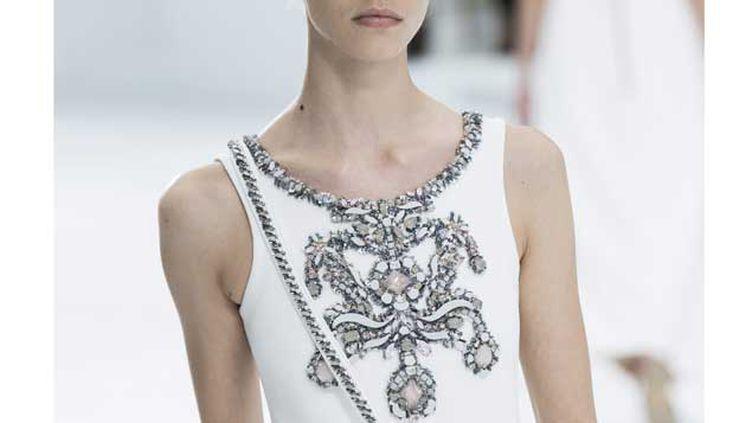 (Karl Lagerfeld, pour Chanel, a beaucoup utilisé le savoir-faire des brodeurs. © Etienne Laurent/EPA/MaxPPP)