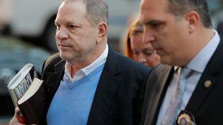 Harvey Weinstein arrive à un commissariat de Manhattan, à New York, le 25 mai 2018. (LUCAS JACKSON / REUTERS)