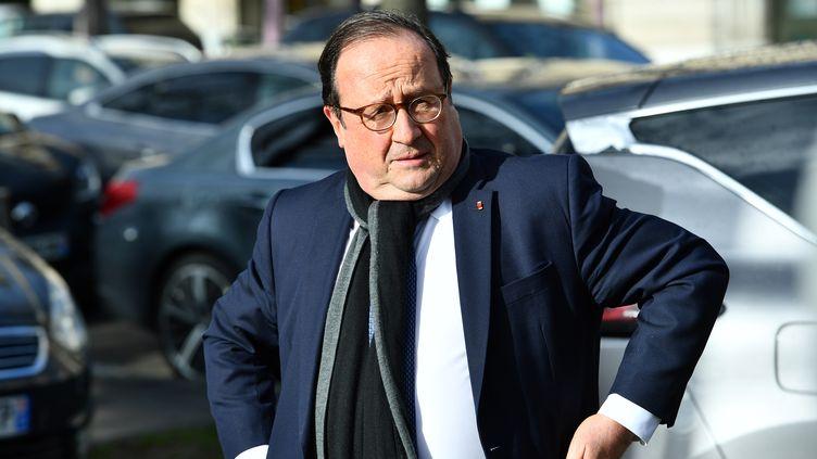 François Hollande à Paris, le 11 février 2020. (CHRISTOPHE ARCHAMBAULT / AFP)