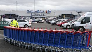 L'hypermarché Carrefour de Villiers-en-Bière (Seine-et-Marne), le 27 décembre 2013. (JACQUES DEMARTHON / AFP)