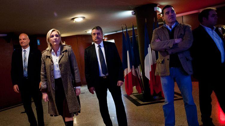 (Marine Le Pen et Frédéric Chatillon (2ème à droite), lors du meeting de lancement des municipales, le 17 novembre 2013  © Maxppp)