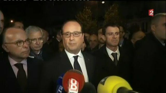 """""""Nous allons mener le combat, il sera impitoyable"""", a déclaré François Hollande près de la salle du spectacle du Bataclan où au moins 80 personnes ont été tuées. """"Parce que quand des terroristes sont capables de faire de telles atrocités, ils doivent être certains qu'il y aura en face d'eux une France déterminée, une France unie, une France rassemblée et une France qui ne se laissera pas impressionner même si aujourd'hui elle exprime une émotion infinie."""" Des """"barbares"""" ont attaqué vendredi plusieurs lieux de la capitale """"avec la volonté de tuer, de tuer le plus possible"""", a ajouté le chef de l'Etat, précisant que les auteurs de l'attaque contre le Bataclan avaient été tués."""