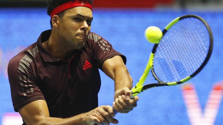 Jo-Wilfried Tsonga fait son retour à quelques semaines de la finale de la Coupe Davis. (ANATOLY MALTSEV / EPA)