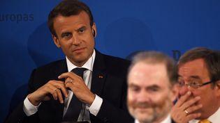 Emmanuel Macron à Aix-la-Chapelle, le 10 mai 2018. (PATRIK STOLLARZ / AFP)