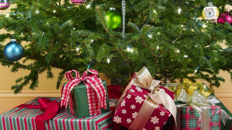 Les Français prévoient de dépenser 531 euros pour Noël en 2013, soit un budget en baisse de 0,9% par rapport à 2012. (JEFFREY COOLIDGE / GETTY IMAGES)