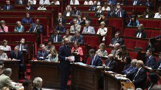 Le Premier ministre, Edouard Philippe, s'exprime pendant la séance de questions au gouvernement, mercredi 9 août 2017 à l'Assemblée. (JACQUES DEMARTHON / AFP)
