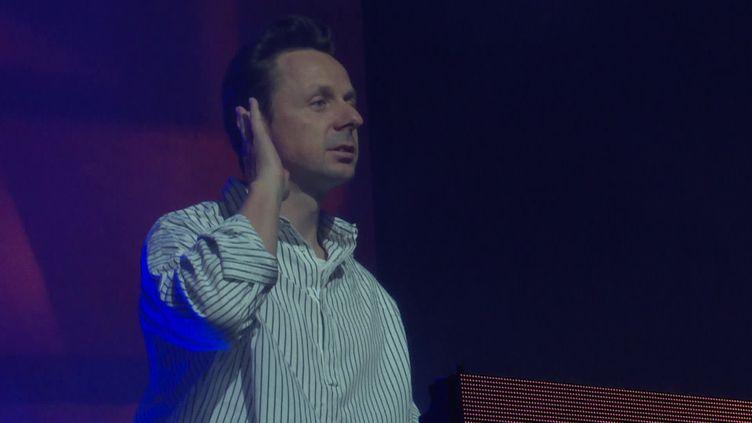 Le DJ et producteur Martin Solveig aux Nuits du Sud de Vence (Alpes-Maritimes), le 8 juillet 2021. (CAPTURE D'ÉCRAN FRANCE 3 / Nassim TIRECHE)