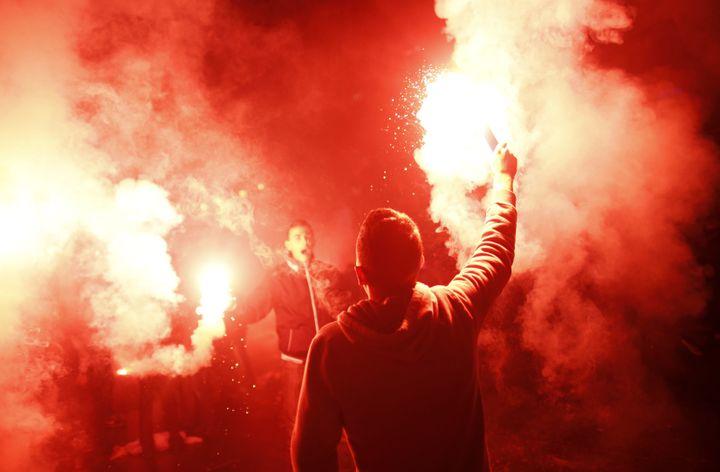 Les supporters de la Bosnie fêtent la première qualification de leur pays pour le Mondial, le 15 octobre 2013, dans les rues de Sarajevo. (DADO RUVIC / REUTERS)