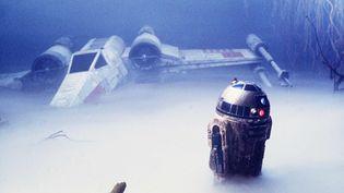 """Le robot R2D2 et le vaisseau X-Wing dans """"Star Wars Episode V :l'Empire contre-attaque"""" (1980). (R.E. AARON / KOBAL / AFP)"""