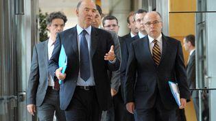 Le ministre de l'Economie, Pierre Moscovici, et le ministre délégué au Budget, Bernard Cazeneuve, le 11 septembre 2013, à Bercy. (ERIC PIERMONT / AFP)