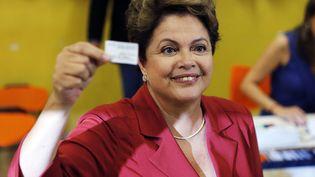 Dilma Roussef, le 26 octobre 2014 à Porto Alegre (Brésil). (PAULO WHITAKER / REUTERS)