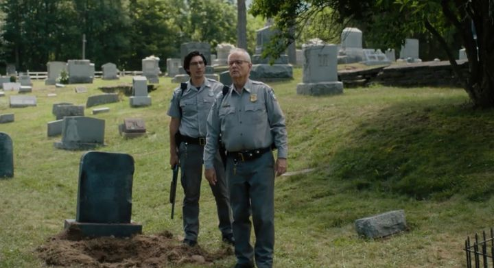 """Les acteurs américains Adam Driver et Bill Murray dans le film de Jim Jarmusch """"The Dead d'ont Die"""" (Copyright Abbot Genser / Focus Features / Image Eleven Productions, Inc.)"""