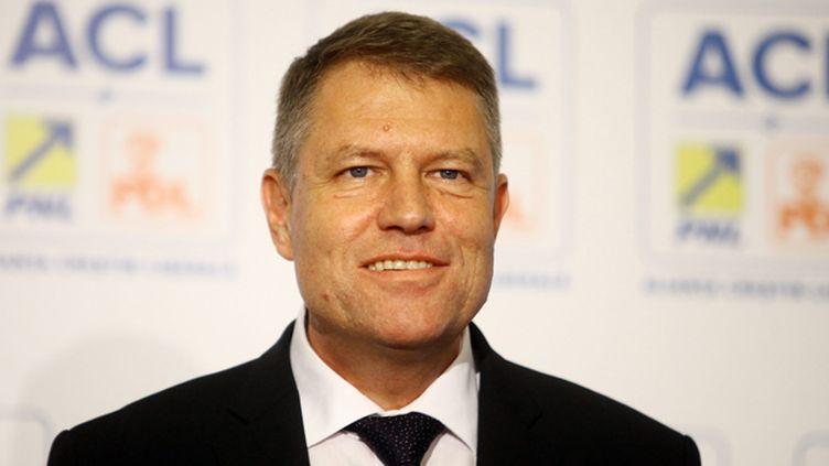 (Le leader de la droite roumaine Klaus Iohannis, issu de la minorité allemande, a revendiqué la victoire à l'élection présidentielle dimanche © Maxppp)