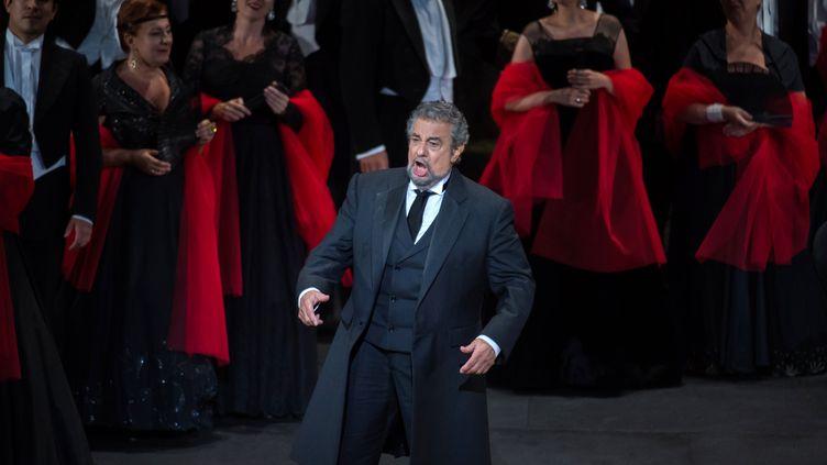 Le ténor espagnol Placido Domingo chantant dans La Traviata de Giuseppe Verdi à Orange en France en juillet 2016 (BERTRAND LANGLOIS / AFP)