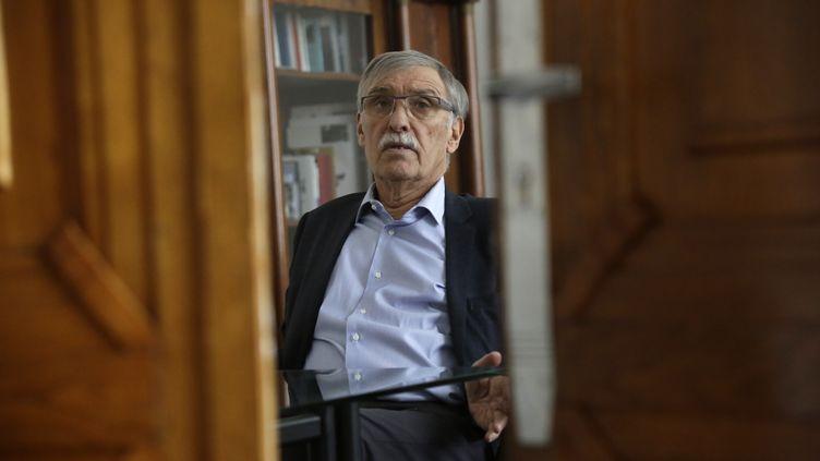 Le maire de Guéret Michel Vergnier, dans son bureau en novembre 2017. (PASCAL LACHENAUD / AFP)