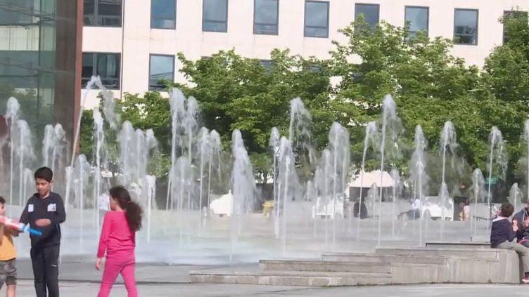 Coronavirus : d'infimes traces du virus retrouvées dans l'eau non-potable à Paris (FRANCE 3)