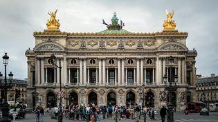 La façade du Palais Garnier, résidence de l'Opéra de Paris, côté place de l'Opéra en 2018. (DAVID HIMBERT / HANS LUCAS)