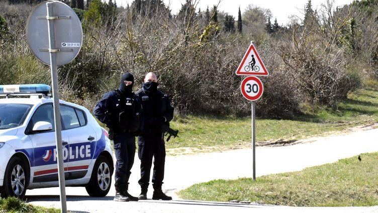 La victime se trouvait au volant d'un véhicule stationné sur un terrain boisé, à Carcassonne (Aude), avec un passager à ses côtés, quand Radouane Lakdim a tiré dans leur direction le 23 mars 2018.  (MAXPPP)