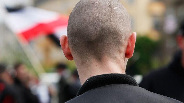 Un skinhead lors d'un rassemblement de droite à Berlin (Allemagne), le 1er mai 2010. (DAVID GANNON / AFP)