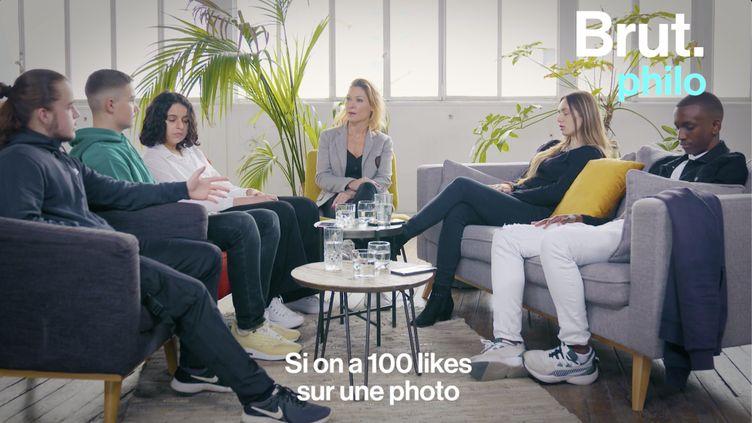"""VIDEO. """"Qui suis-je suis les réseaux sociaux"""" : un peu de philo avec Camille Tassel (BRUT)"""