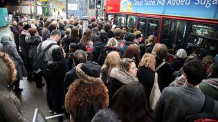 A Finsbury Park, au nord de Londres, la grève du métro pousse les usagers vers les bus, le 9 janvier2017 (DHF / WENN.COM / SIPA)