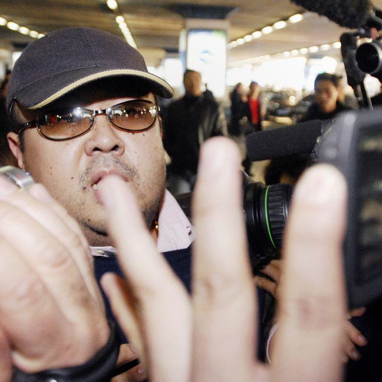 Kim Jong-nam, le demi-frère du leader nord-coréen Kim Jong-un, à l'aéroport de Pékin (Chine), le 11 février 2007. (JIJI PRESS / AFP)