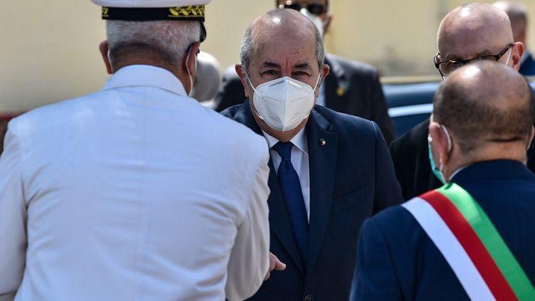 Le président algérien Abdelmadjid Tebboune dans la banlieue Ouest d'Alger, le12 juin 2021. (RYAD KRAMDI / AFP)