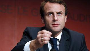 Le ministre de l'Economie, Emmanuel Macron, prononce un discours au congrès de l'union nationale des professions libérales, à Paris, le 5 décembre 2014. (PATRICK KOVARIK / AFP)