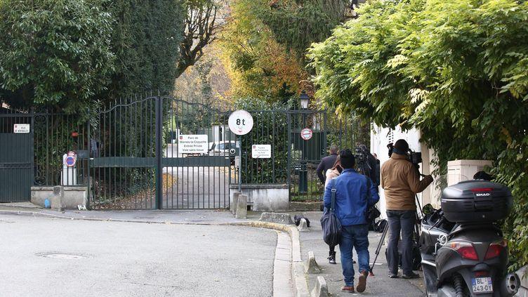 Entrée de la résidence de Johnny Hallyday de Marnes-la-Coquette, le samedi 18 novembre 2017. (LP/OLIVIER ARANDEL / MAXPPP)