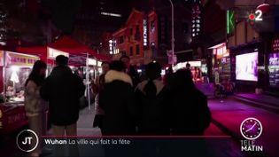 Des habitants à Wuhan. (France 2)