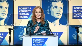 JK Rowling recevant le prix le Ripple of Hope de l'organisationRobert F. Kennedy à New York, le 12 décembre 2019. (MIKE PONT / GETTY IMAGES NORTH AMERICA)
